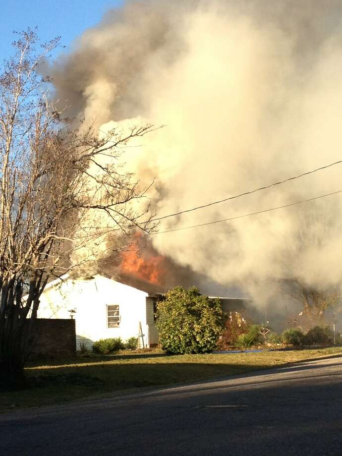 House fire in Port Neches Photo: Monique Batson