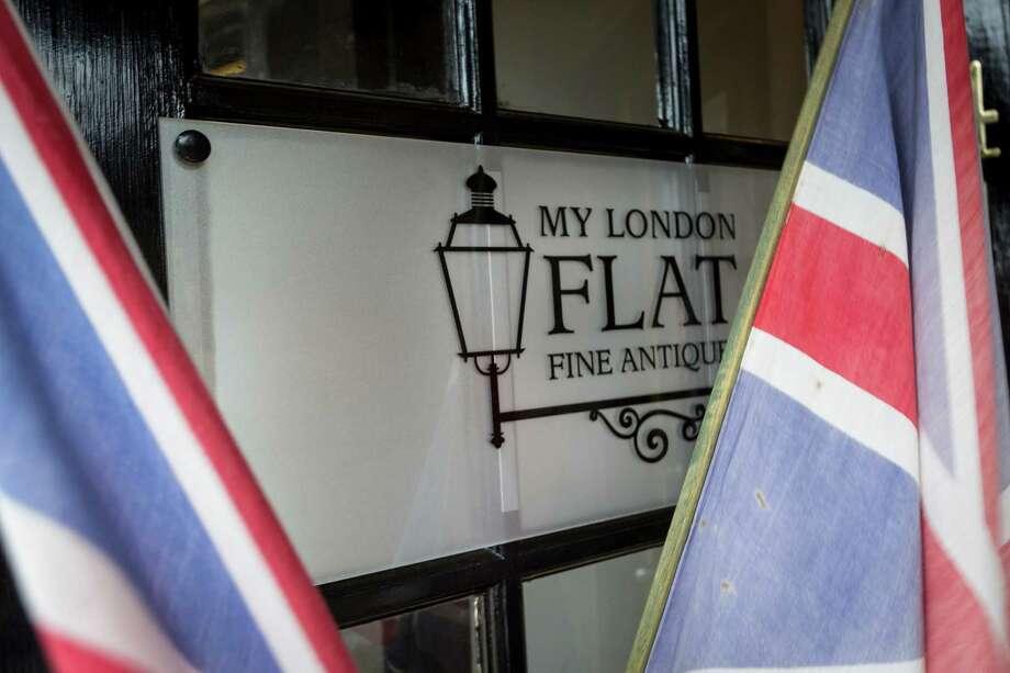 Exterior of My London Flat, 2600 Persa Street. Photo: Michael Paulsen, Staff / © 2013 Houston Chronicle