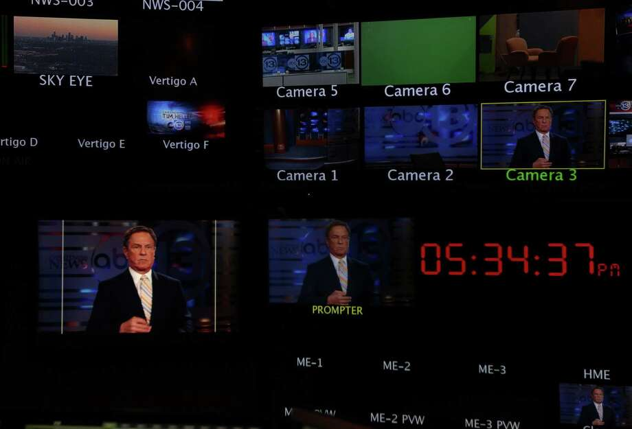 Bob Allen, Channel 13 Sports Anchor, settles into the anchor desk. Photo: Mayra Beltran, Houston Chronicle / © 2013 Houston Chronicle