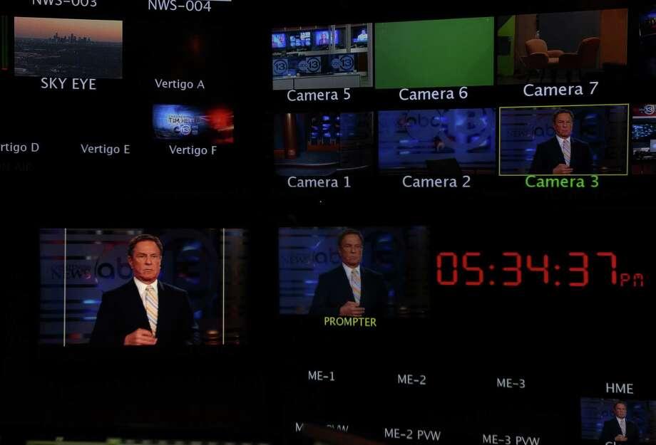Bob Allen, Channel 13 Sports Anchor, settles into the anchor desk. Photo: Mayra Beltran, Houston Chronicle / © 2013 Houston Chronicle