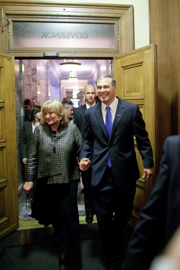 Washington State Governor Jay Inslee enters his new office for the first time as governor with his wife Trudi after being sworn in. Photo: JOSHUA TRUJILLO, SEATTLEPI.COM / SEATTLEPI.COM