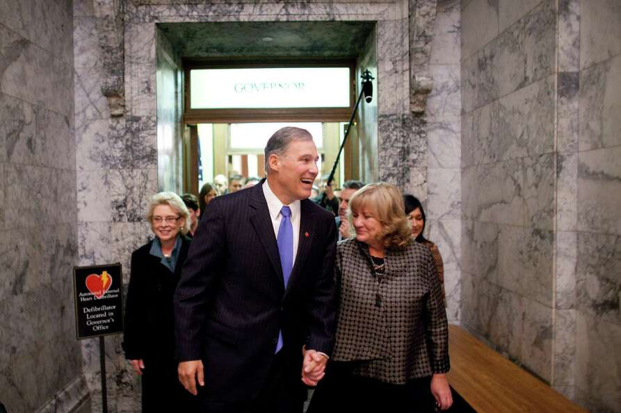 Inslee and his wife Triudi walk to the House Chambers and his inaugural address.