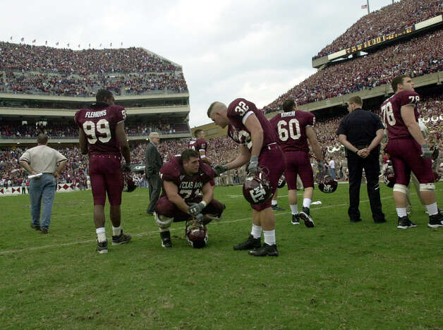 Texas A&M's Chris Valleta (71) shows his disappointment after the losing his last game at Kyle Field to the Oklahoma Sooners on Nov. 11, 2000. Photo: San Antonio Express-News File Photo / EN