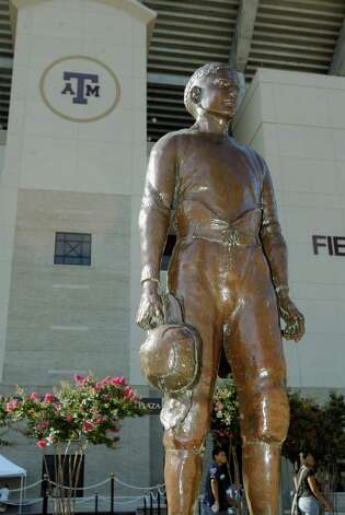 A statue of the original 12th man, E. King Gill, stands outside Kyle Field. Photo: Paul Zoeller, For The San Antonio Express-News / SAN ANTONIO EXPRESS-NEWS