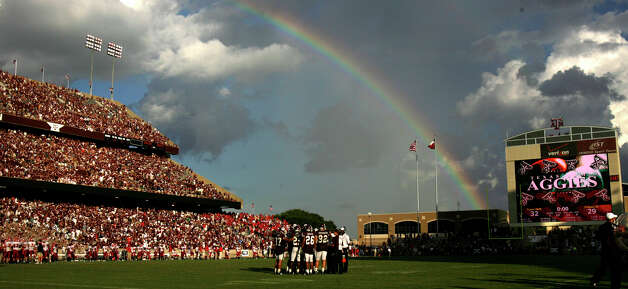 A rainbow is seen over Kyle Field in College Station on Sept. 8, 2007, during Texas A&M's 47-45 triple overtime win over Fresno State. Photo: William Luther, San Antonio Express-News / SAN ANTONIO EXPRESS-NEWS