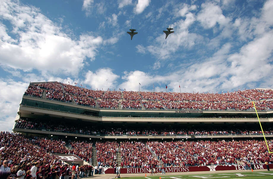 Texas National Guard F-16C fighter jets of the 111th Fighter Squadron from Ellington Field fly over Kyle Field in College Station prior to Big 12 action between Iowa State and Texas A&M on Oct. 29, 2005. Photo: Billy Calzada, San Antonio Express-News / SAN ANTONIO EXPRESS-NEWS