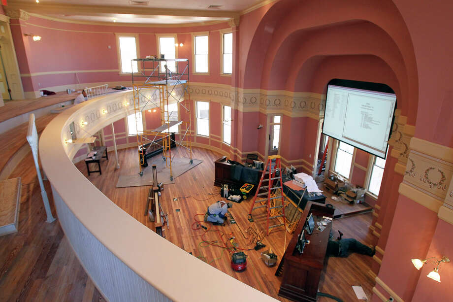 With an open house for county employees Sunday, workers have been scrambling to complete the courthouse restoration work. Photo: Tom Reel, San Antonio Express-News / ©2012 San Antono Express-News