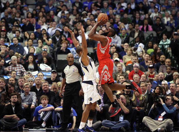 Rockets shooting guard James Harden shoots over Mavericks shooting guard Dahntay Jones. Photo: Brad Loper, Staff Photographer / 20004632A