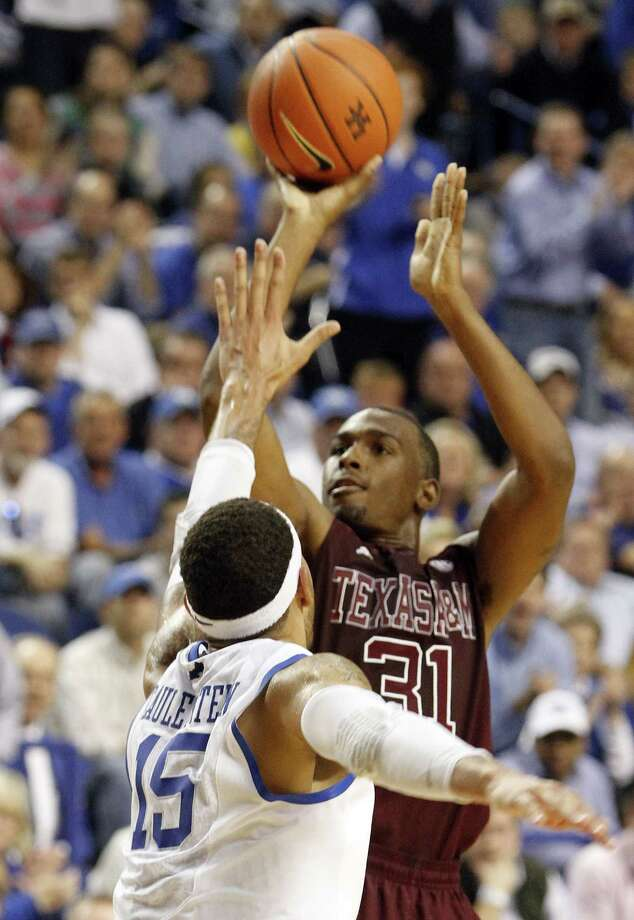 A 40-point game at Kentucky shows A&M's Elston Turner, right, is comfortable playing in the SEC, just like his father was 30-plus years ago at Mississippi. Photo: James Crisp, FRE / FR6426 AP