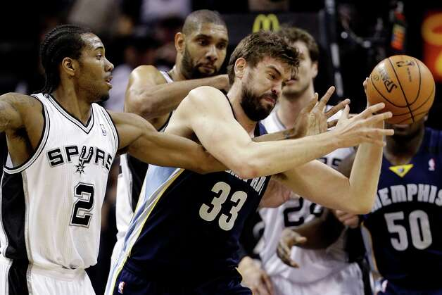 San Antonio Spurs' Kawhi Leonard (2) and Memphis Grizzlies' Marc Gasol (33) scramble for control of the ball during the first quarter of an NBA basketball game, Wednesday, Jan. 16, 2013, in San Antonio. Photo: Eric Gay, Associated Press / AP