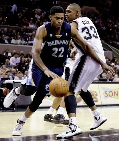 Memphis Grizzlies' Rudy Gay (22) drives past San Antonio Spurs' Boris Diaw (33), of France, during the fourth quarter of an NBA basketball game, Wednesday, Jan. 16, 2013, in San Antonio. The Spurs won 103-82. Photo: Eric Gay, Associated Press / AP