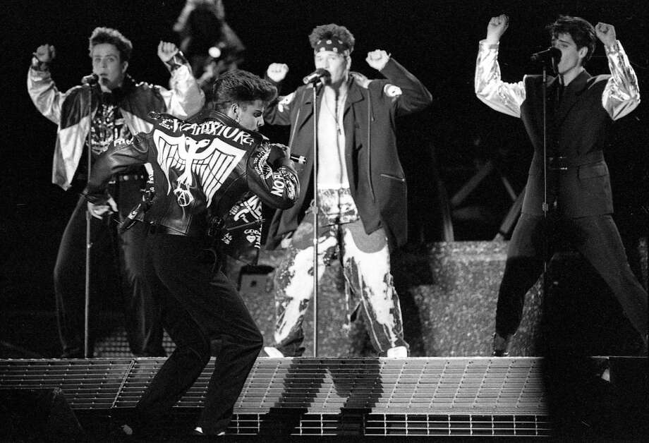 At the Oakland Coliseum on Sept. 8, 1990. Step one, we can have lots of fun ... Photo: Steve Castillo, The Chronicle / ONLINE_YES