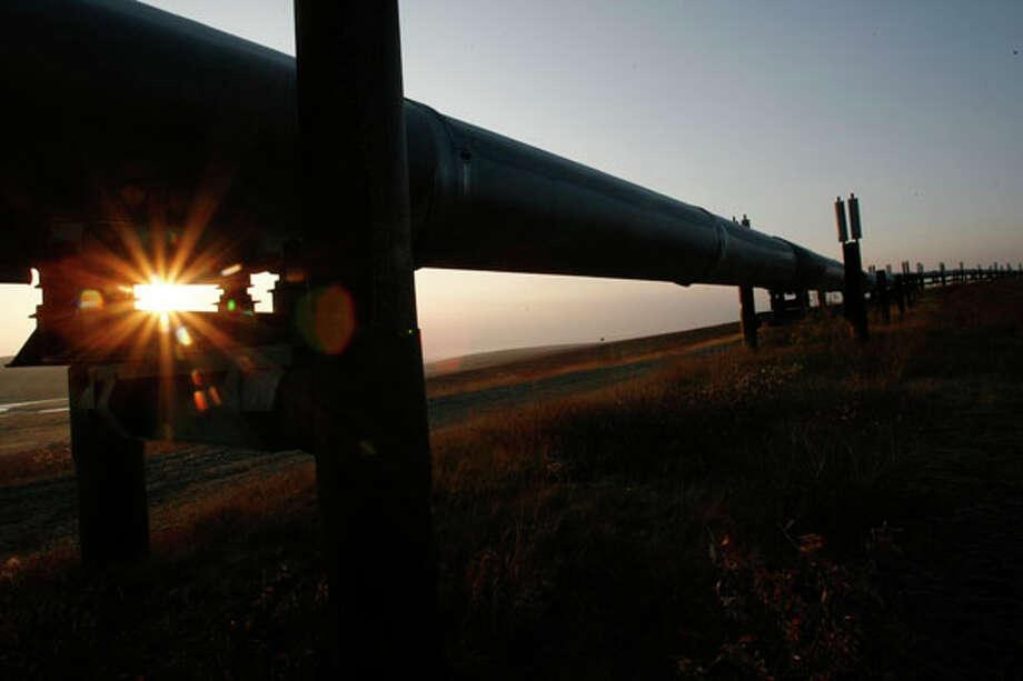 The sun rises along the Trans Alaska Pipeline. Photo: Kevin Fujii, Houston Chronicle / Houston Chronicle