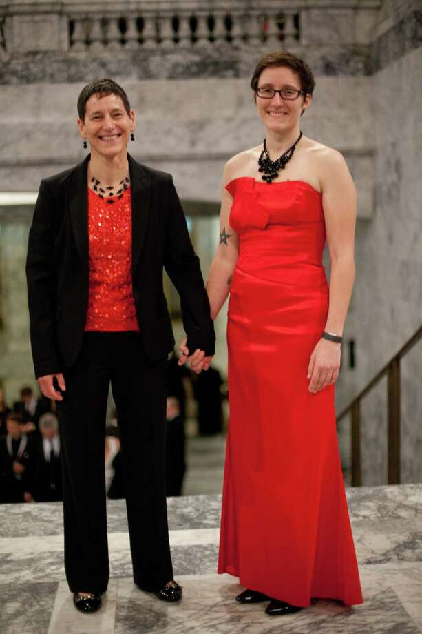 Sheri Sawyer and Katie Kolan of Olympia are shown in the Rotunda of the Capitol building. Photo: JOSHUA TRUJILLO, SEATTLEPI.COM / SEATTLEPI.COM