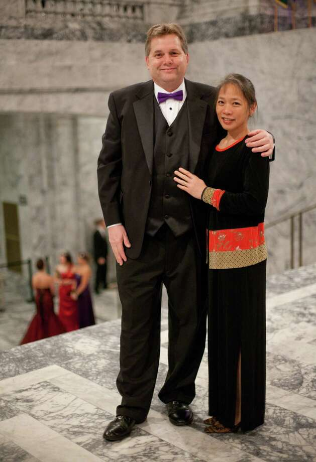 Tim Thomas and May-Lin of Kennewick are shown in the Rotunda. Photo: JOSHUA TRUJILLO, SEATTLEPI.COM / SEATTLEPI.COM