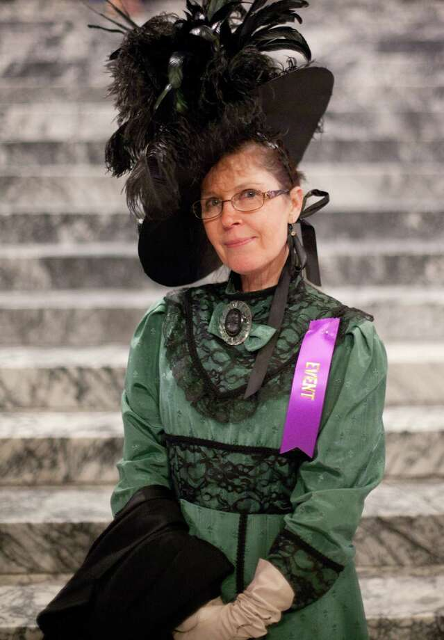 Linda Thompson of Rochester wears an elegant hat during the ball. Photo: JOSHUA TRUJILLO, SEATTLEPI.COM / SEATTLEPI.COM