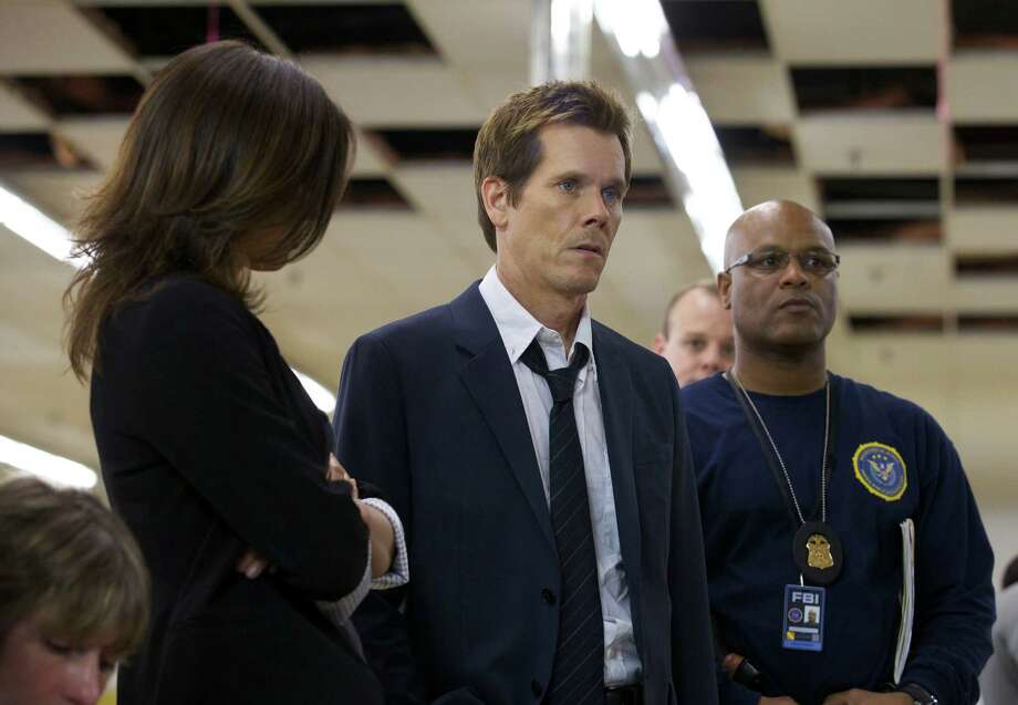 THE FOLLOWING: Former FBI agent Ryan Hardy (Kevin Bacon, C) is brought in to help track down Joe Carroll and his cult of followers in the new drama THE FOLLOWING premiering Jan. 21 (9:00-10:00 PM ET/PT) on FOX. Photo: Handout / ONLINE_YES