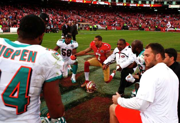 Quarterback Colin Kaepernick and others gather for prayer following the San Francisco 49ers game against the Miami Dolphins at Candlestick Park in San Francisco, Calif., on Sunday December 9, 2012. Photo: Carlos Avila Gonzalez, The Chronicle / ONLINE_YES