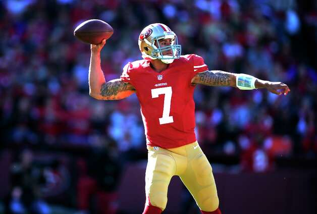 Kaepernick throws against the Arizona Cardinals at Candlestick Park in San Francisco, Calif., on Sunday December 30, 2012. Photo: Stephen Lam, Special To The Chronicle / ONLINE_YES