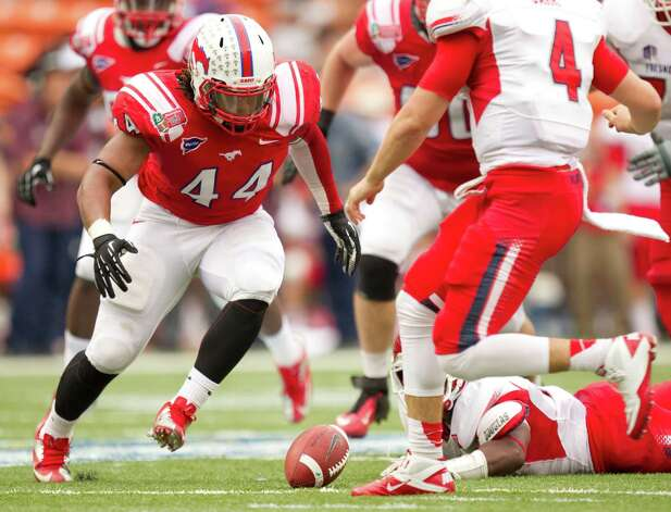 SMU linebacker Taylor Reed (44) gets ready to pounce on a fumble by Fresno State running back Robbie Rouse, lying on the field, during the second quarter of the Hawaii Bowl, an NCAA college football game Monday, Dec. 24, 2012, in Honolulu. Fresno State quarterback Derek Carr (4) watches the play. (AP Photo/Eugene Tanner) Photo: Eugene Tanner, FRE / FR168001 AP