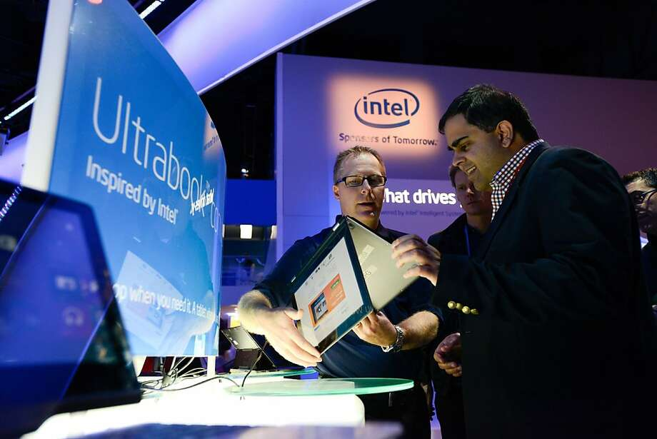 Intel's fourth-quarter net income fell 27 percent from the previous year, though the chipmaker giant beat earnings expectations by 3 cents per share. Photo: David Paul Morris, Bloomberg