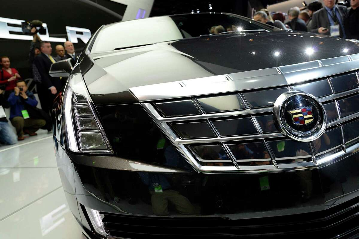 Members of the media view the General Motors Co. (GM) Cadillac ELR coupe vehicle after the unveiling at the 2013 North American International Auto Show (NAIAS) in Detroit, Michigan, U.S., on Tuesday, Jan. 15, 2013. The Detroit auto show runs through Jan. 27 and will display over 500 vehicles, representing the most innovative designs in the world. Photographer: David Paul Morris/Bloomberg