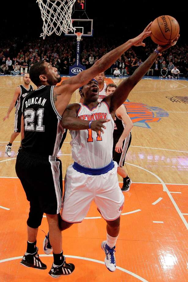 Spurs forward Tim Duncan (21) defends New York Knicks small forward Ronnie Brewer (11) in the second half at Madison Square Garden in New York, Thursday, Jan. 3, 2013. Photo: Kathy Willens, Associated Press / AP