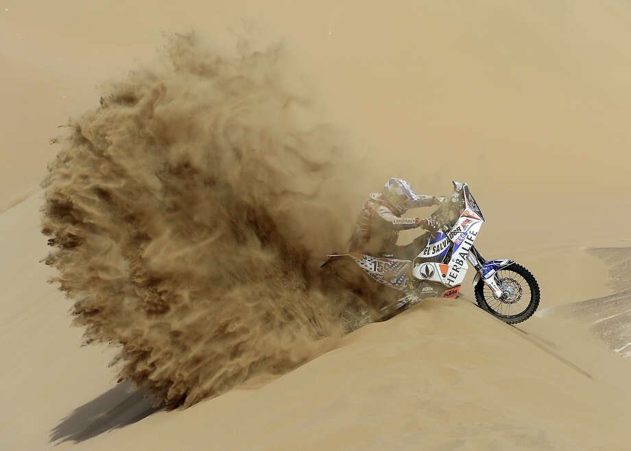 Jorge Aguilar of team KTM competes in stage 6 from Arica to Calama during the 2013 Dakar Rally on January 10, 2013 in Arica, Chile. Photo: Shaun Botterill, Getty Images / 2013 Getty Images