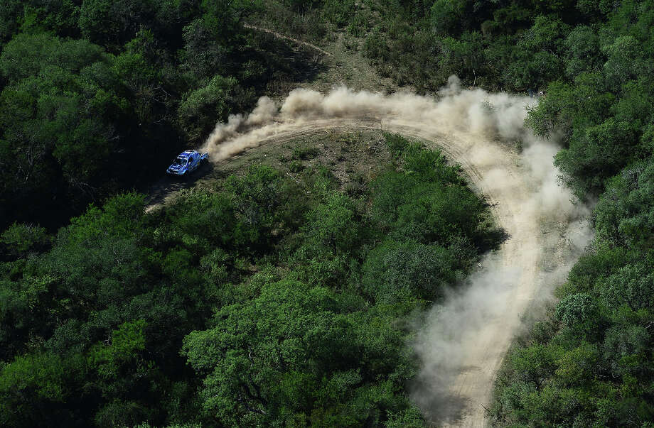 Lucio Alvarez and co-driver Ronnie Graue of team Toyota compete in stage 9 from Tucuman to Cordoba during the 2013 Dakar Rally on January 14 in Tucuman, Argentina. Photo: Shaun Botterill, Getty Images / 2013 Getty Images