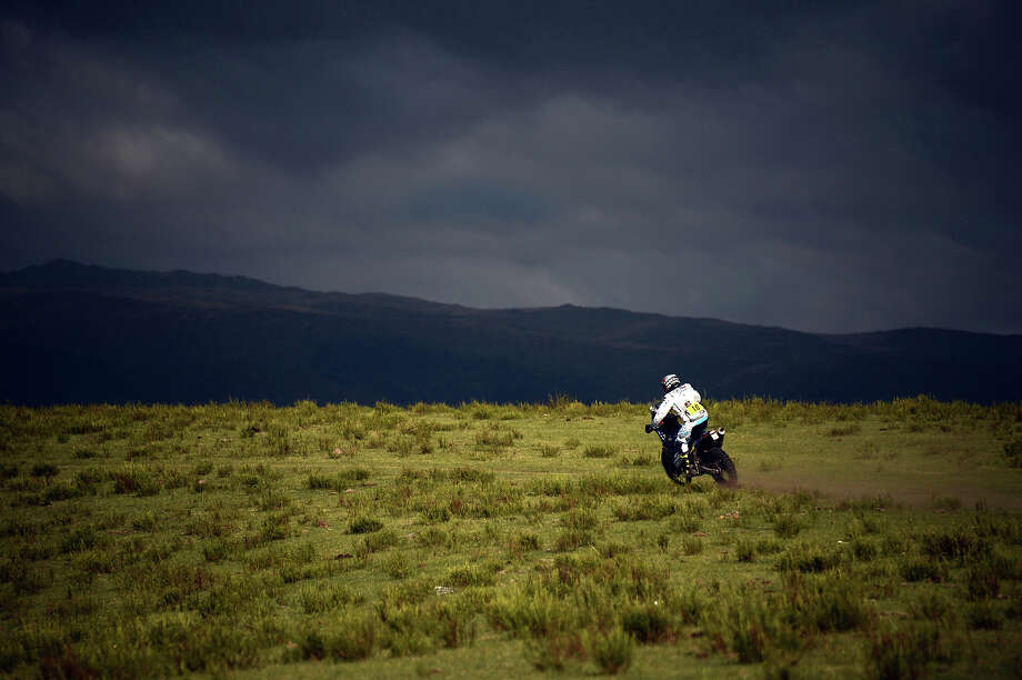 Yamaha's rider David Casteu of France competes during the Stage 9 of the Dakar 2013 between Tucuman and Cordoba, Argentina, on January 14, 2013. The rally takes place in Peru, Argentina and Chile between January 5 and 20. Photo: FRANCK FIFE, AFP/Getty Images / 2013 AFP