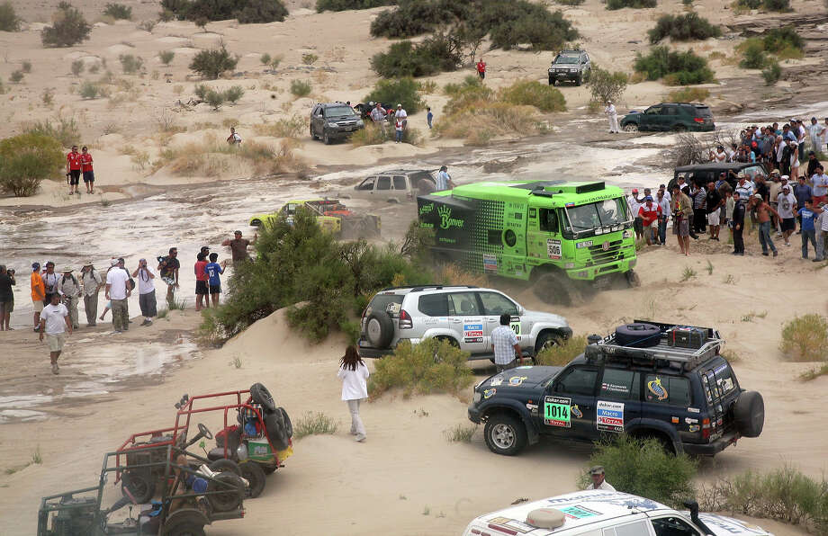 Argentinian Victor Mastromatteo's Protoptipo is pulled out of a river during the Stage 11 of the Dakar 2013 between La Rioja and Fiambala, Argentina, on January 16, 2013. The rally takes place in Peru, Argentina and Chile between January 5 and 20. Photo: POOL, AFP/Getty Images / 2013 AFP