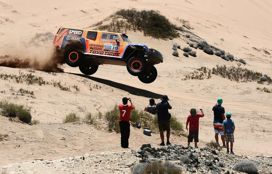 US Robby Gordon steers his Hummer during the Stage 12 of the 2013 Dakar Rally between Fiambala in Argentina and Copiapo in Chile, on January 17, 2013. The rally is taking place in Peru, Argentina and Chile from January 5 to 20. Photo: FRANCK FIFE, AFP/Getty Images / 2013 AFP