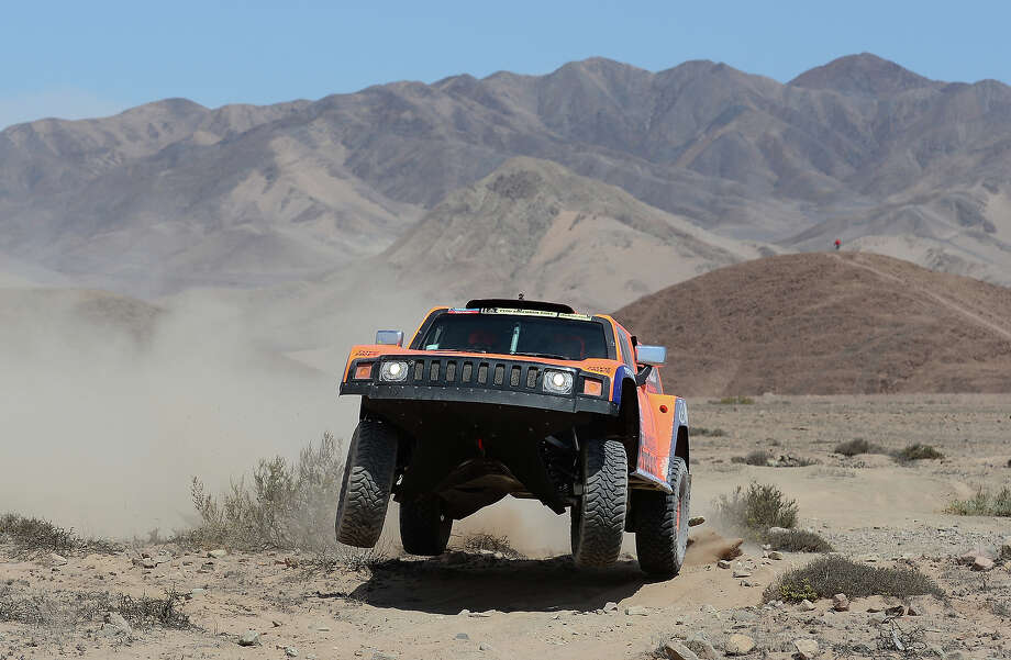 Robby Gordon and co-driver Kellon Walch of team Hummer compete in stage 12 from Fiambala to Copiapo during the 2013 Dakar Rally on January 17, 2013 in Fiambala, Argentina. Photo: Shaun Botterill, Getty Images / 2013 Getty Images