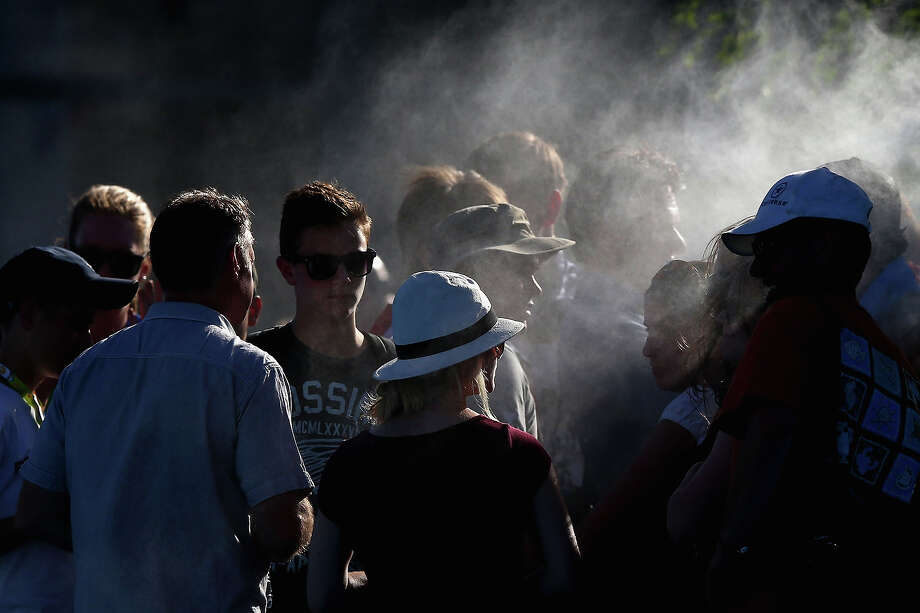 Fans attempt to cool off during day four of the 2013 Australian Open at Melbourne Park on January 17, 2013 in Melbourne, Australia. Temperatures in Melbourne are expected to reach nearly 40 degrees celsius (104 F) today. Photo: Ryan Pierse, Getty Images / 2013 Getty Images