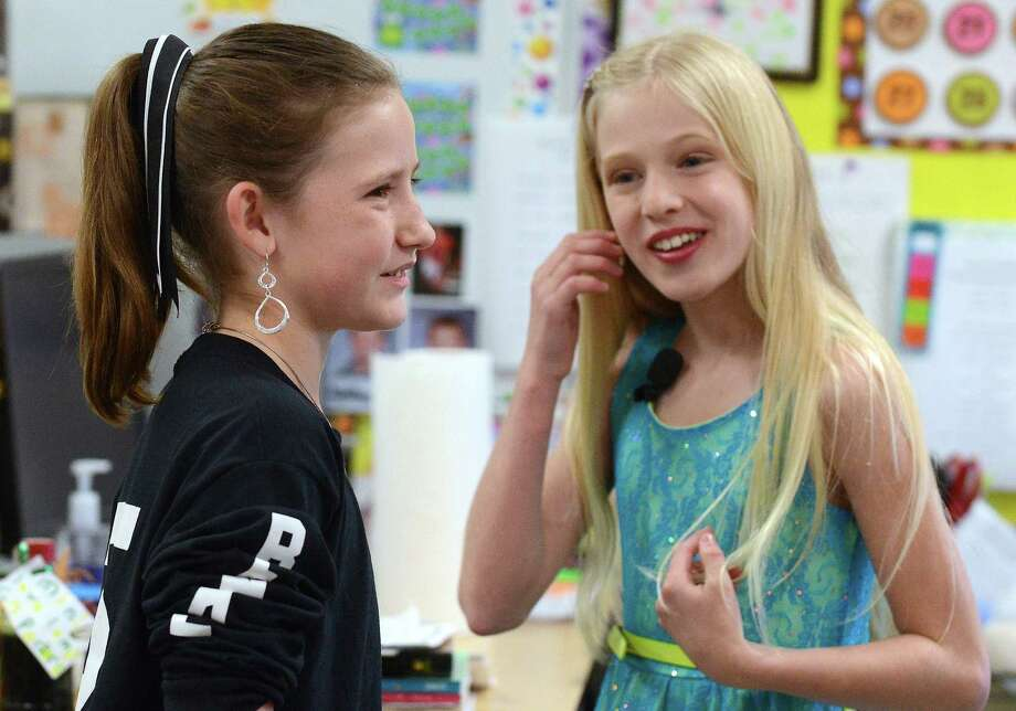 Potranco Elementary School fifth-grader Trystan Benk, left, visits with Savannah Maddison, a Florida singer who started the letters-for-the-troops campaign. Photo: Billy Calzada, San Antonio Express-News / SAN ANTONIO EXPRESS-NEWS