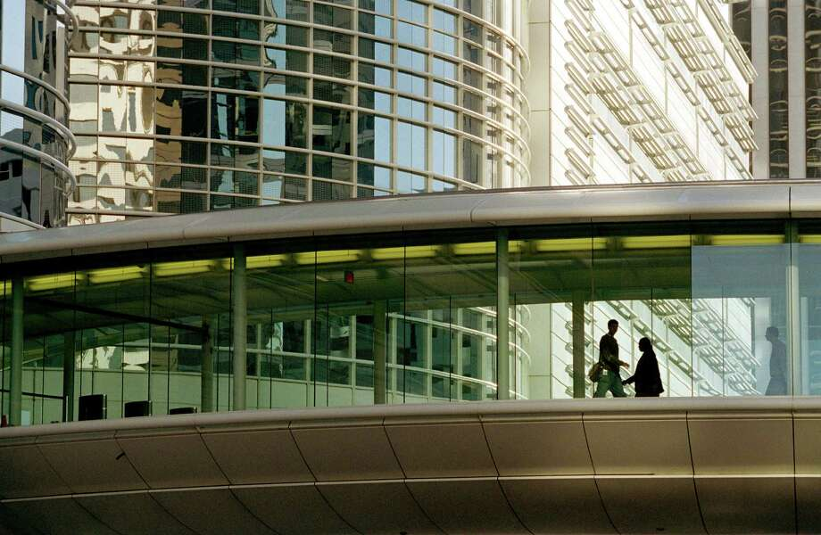 Pedestrian bridges between buildings keep workers dry and comfortable, but they limit the activity on the sidewalks of downtown Houston. Photo: Smiley N. Pool, Staff / Houston Chronicle