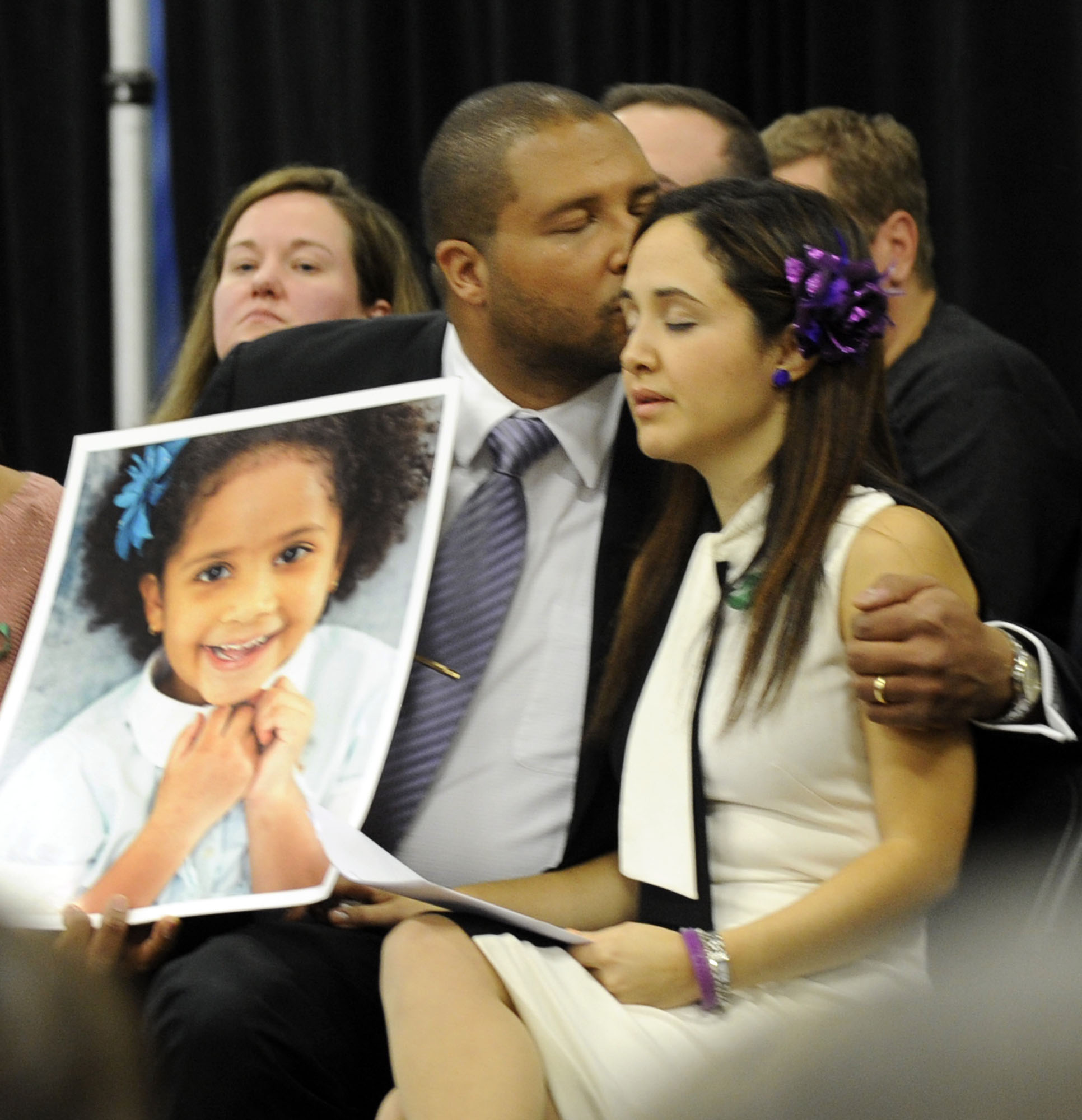 Sandy Hook Pictures: Newtown Victims' Families Getting $40,000 Checks