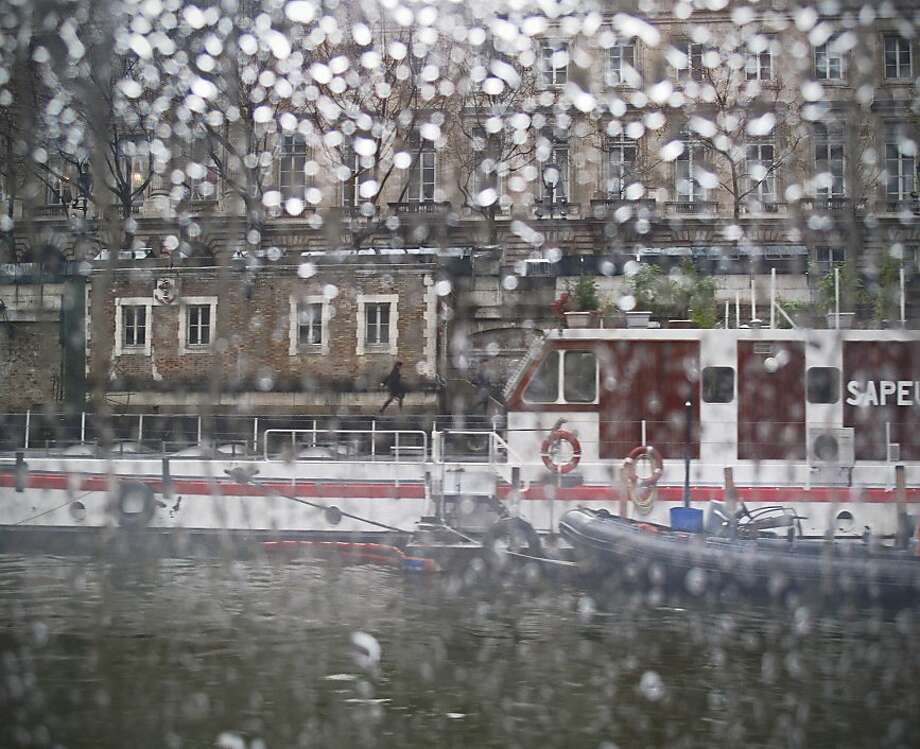 Rain on the Seine Photo: Sonia Melnikova-Raich