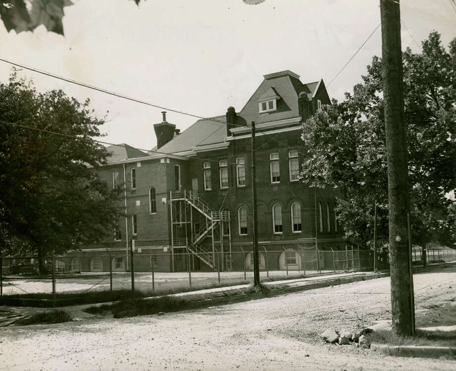 Anson Jones Elementary, July 6, 1953 Photo: Chronicle File, Chron File / Houston Chronicle Library Scan