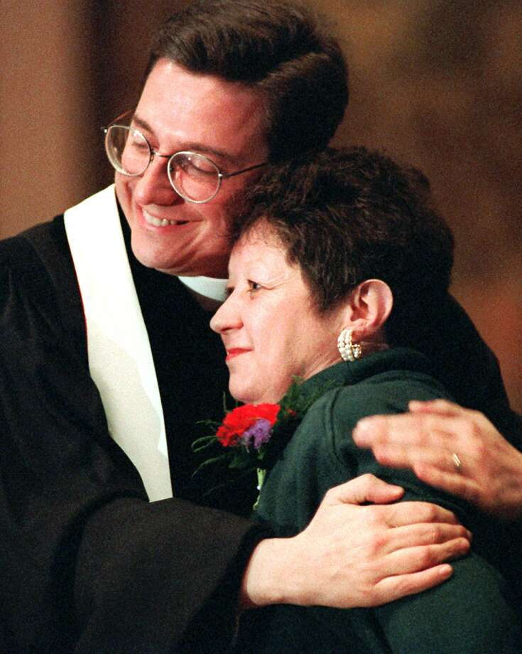 "'Jane Roe' has died in TexasNorma McCorvey, ""Jane Roe"" in the 1973 Roe v. Wade decision legalizing abortion, has died in Katy, Texas. Here she's embraced by the Rev. Robert Schenck before a protest in 1996. Photo: Cameron Craig, STR / AP"