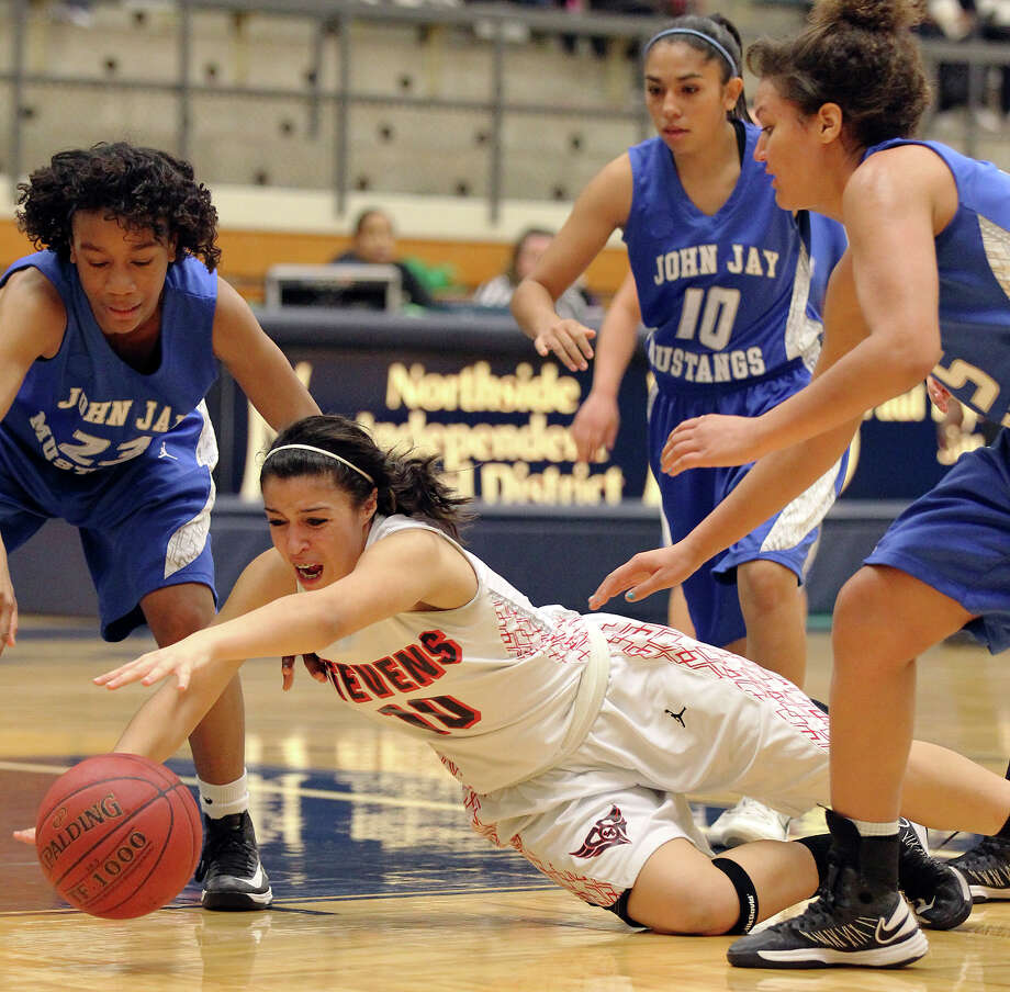 Stevens' Samantha Washington (10) dives for a loose ball against Jays' Ashia McLaurin (23), Samantha Perales (10) and Katelyn McCullar (15) during girls basketball at Paul Taylor Fieldhouse on Saturday, Jan. 19, 2013. Jay defeated Stevens in overtime, 51-47. Photo: Kin Man Hui, Express-News / © 2012 San Antonio Express-News