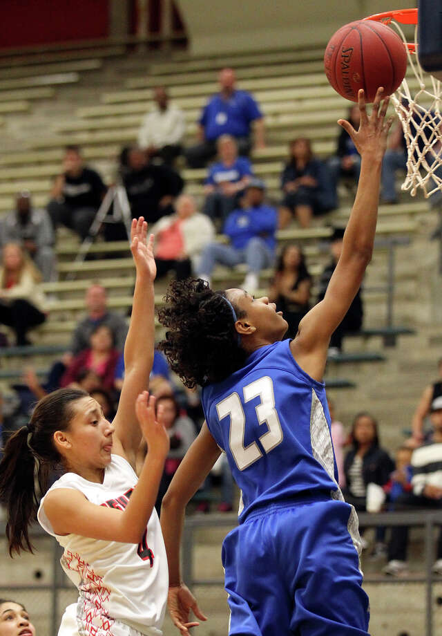 Jays' Ashia McLaurin (23) goes for a layup against Stevens' Julia Rendon (04) during girls basketball at Paul Taylor Fieldhouse on Saturday, Jan. 19, 2013. Jay defeated Stevens in overtime, 51-47. Photo: Kin Man Hui, Express-News / © 2012 San Antonio Express-News