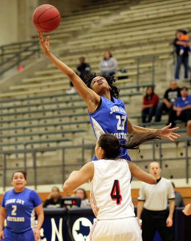Jays' Ashia McLaurin (23) stretches for a rebound against Stevens' Julia Rendon (04) during girls basketball at Paul Taylor Fieldhouse on Saturday, Jan. 19, 2013. Jay defeated Stevens in overtime, 51-47. Photo: Kin Man Hui, Express-News / © 2012 San Antonio Express-News