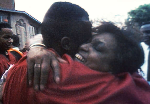 "William Gates and his mother in ""Hoop Dreams,"" directed by Steve James.  William Gates was the subject of the award-winning 1994 documentary �Hoop Dreams.� He now lives in San Antonio, where his son is a member of the Clemens High School Basketball team. Photo: Courtesy/A Fine Lines Features, Express-News"