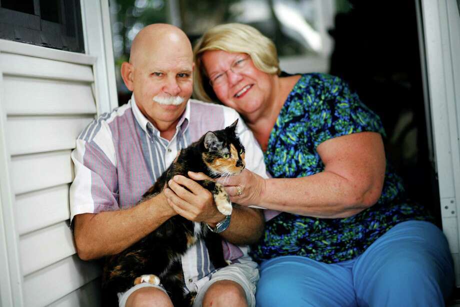 Holly, a 4-year-old tortoiseshell, with her owners, Jacob and Bonnie Richter, managed to get back home in West Palm Beach, Fla., after getting lost in Daytona. Photo: BARBARA P. FERNANDEZ, STR / NYTNS