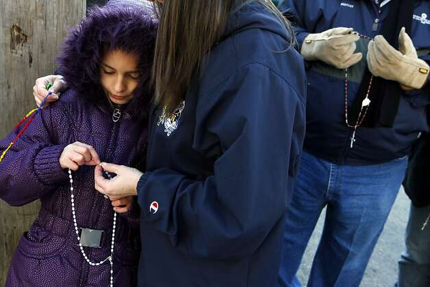 Jessica Rorke prays the rosary with her daughter Maddie Rorke, 9, at the entrance of the Routh Street Women's Clinic during the Roe Memorial Rosary/Jericho Walk to mark the 40th anniversary of the 1973 Roe v. Wade decision that legalized abortion, in Dallas on Saturday, Jan. 19, 2013. Photo: Lara Solt, Associated Press