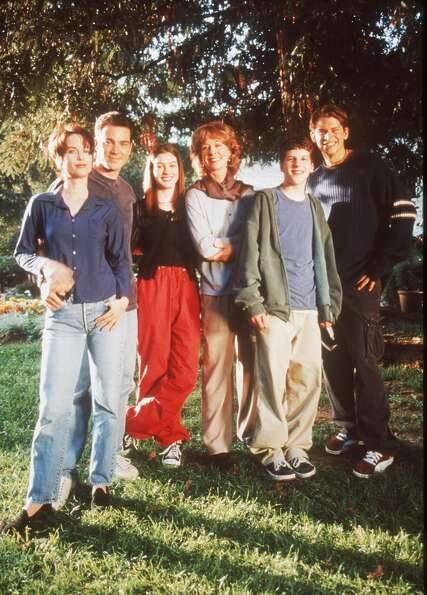 Here's Anne Hathaway (third from left) in the cast of 'Get Real.' It also starred Jesse Eisenberg (s