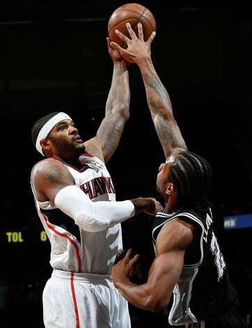 Josh Smith (5) of the Hawks shoots over Kawhi Leonard of the Spurs at Philips Arena on Jan. 19, 2013 in Atlanta. Photo: Kevin C. Cox, Getty Images / 2013 Getty Images