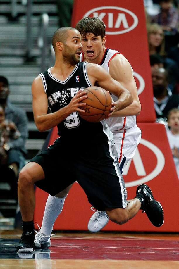 Spurs guard Tony Parker (9) works against Hawks guard Kyle Korver (26) in the second  half  Saturday, Jan. 19, 2013, in Atlanta.  San Antonio won 98-93. Photo: John Bazemore, Associated Press / AP