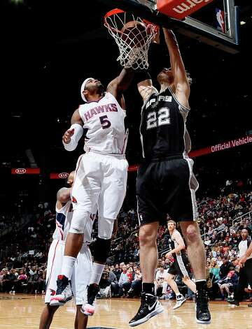Tiago Splitter (22) of the Spurs dunks against Josh Smith (5) of the Hawks at Philips Arena on Jan. 19, 2013 in Atlanta. Photo: Kevin C. Cox, Getty Images / 2013 Getty Images